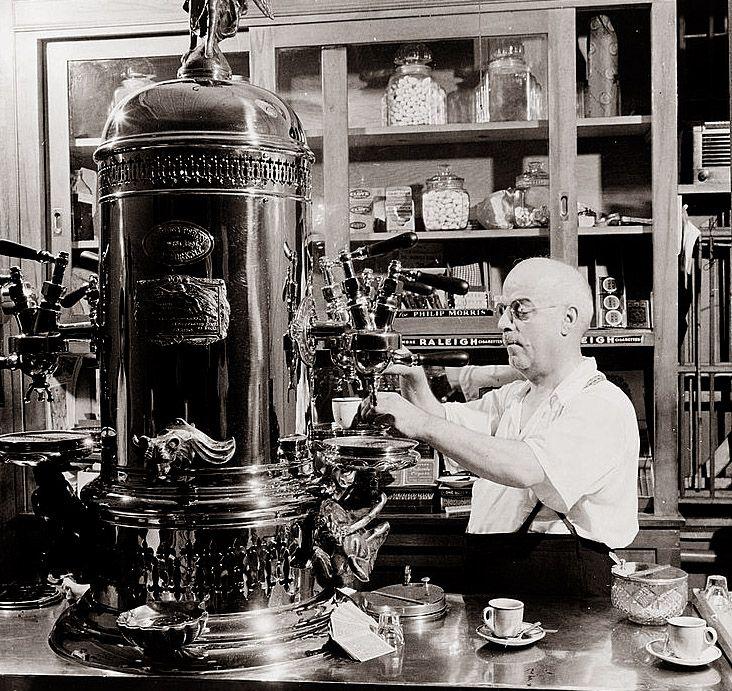 İlk Espresso Makinesi, First Espresso Machine
