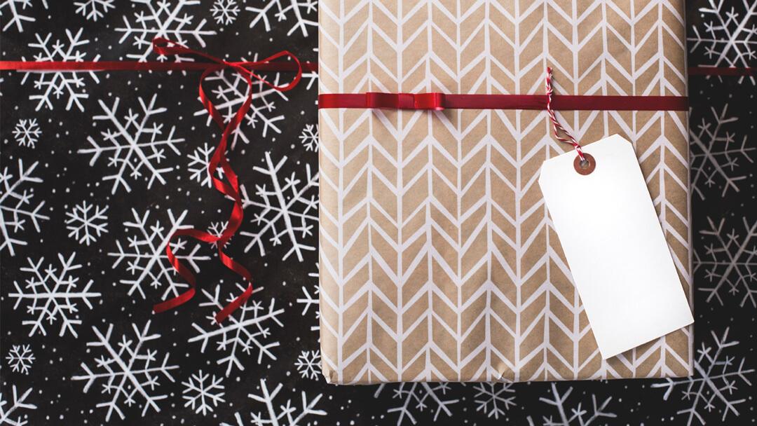 saman-kagidi-ile-hediye-paketleme