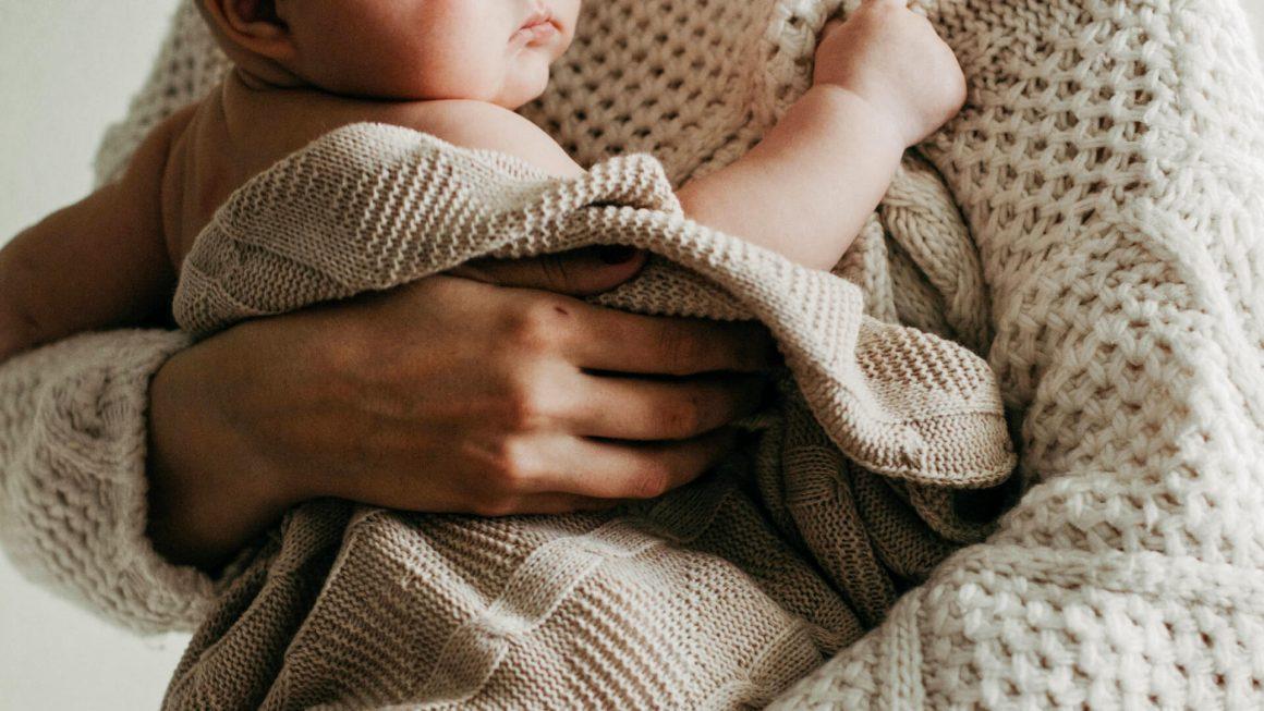 yeni-anne-ve-anne-adaylarina-anneler-gunu-hediyeleri