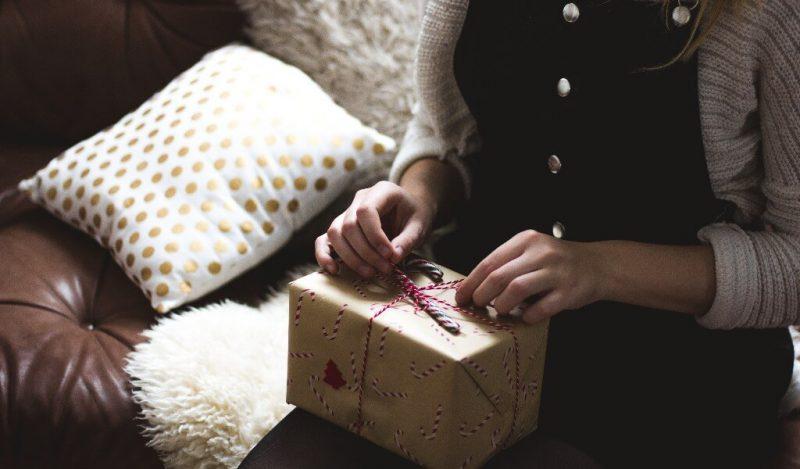 bayan-arkadasa-yilbasi-hediyesi