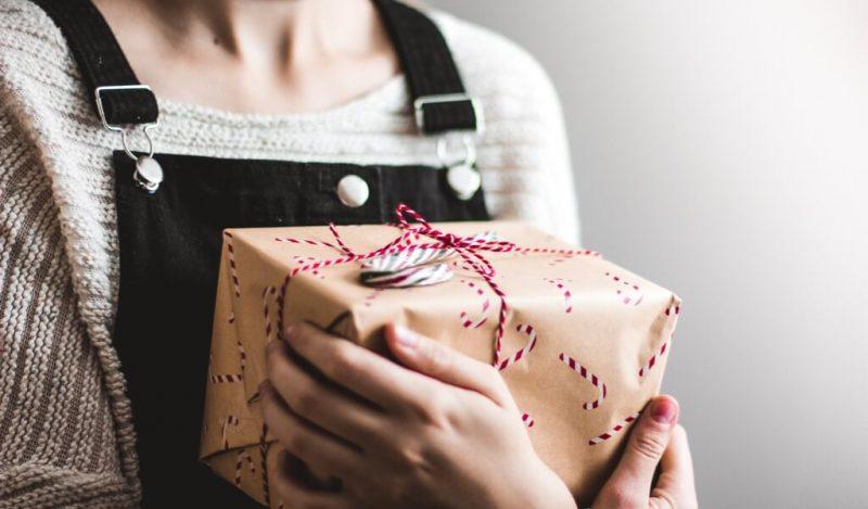 hediyelik-esya-ile-yilbasi-hediye-kutusu-tasarla