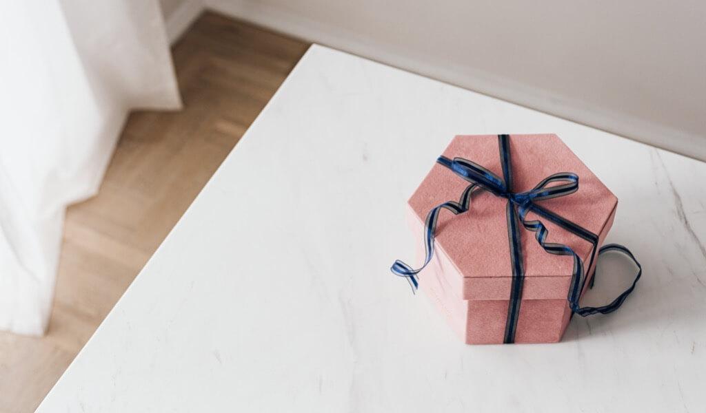 pahali-gorunen-ucuz-hediyeler-nelerdir