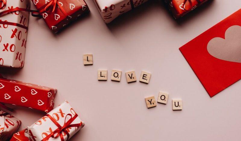 romantik-hediye-fikirleri-nelerdir-sevgiliye-hediye