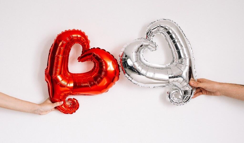 uzaltaki-sevgiliye-hediye-fikirleri-5-romantik-hediye-onerisi